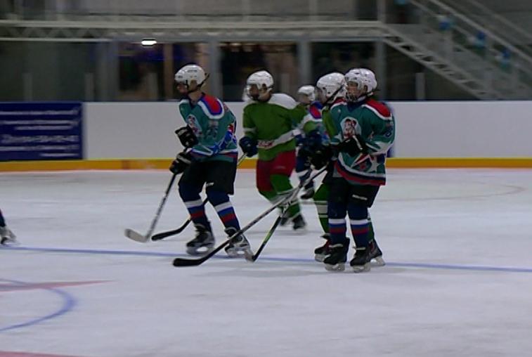 На ледовой арене в Новобурейском открыли хоккейный сезон