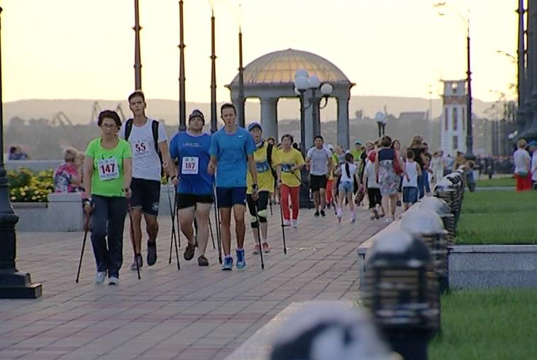 Пешком за здоровьем: В Благовещенске состоялись соревнования по скандинавской ходьбе