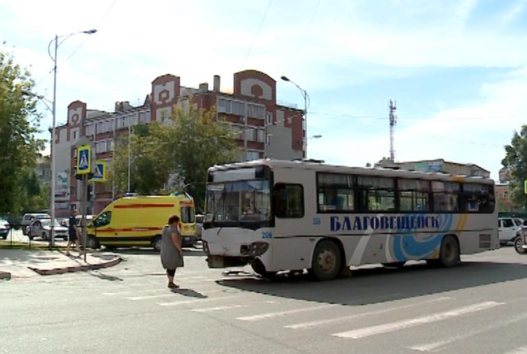 Тройное ДТП с участием маршрутного автобуса произошло в Благовещенске
