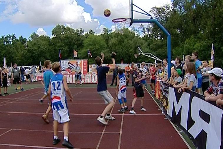 Турнир по стрит-баскету в Благовещенске собрал рекордное число участников