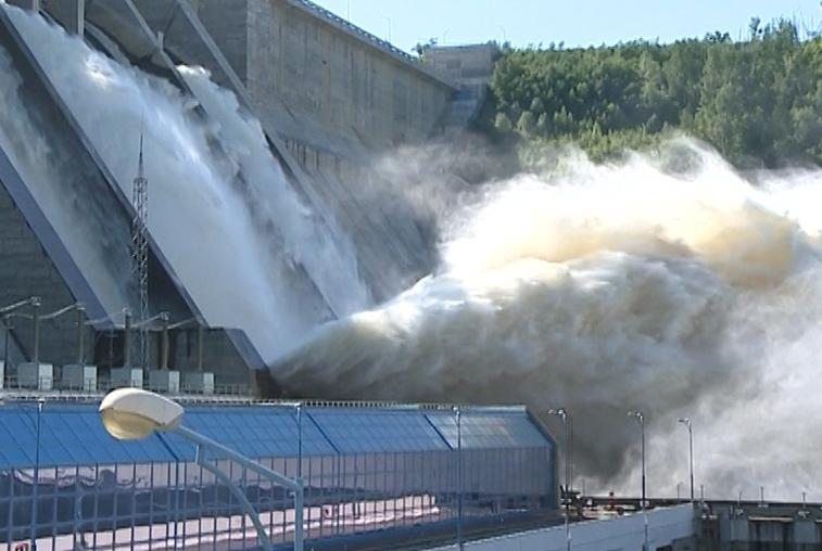 Бурейская ГЭС начала холостые сбросы воды