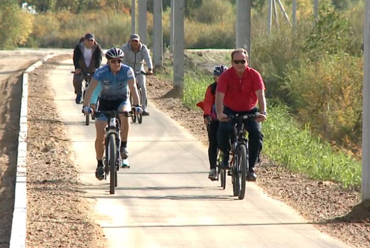 Благовещенские велосипедисты протестировали велодорожку на Новотроицком шоссе