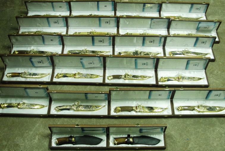 Незадекларированные дорогие ножи изъяли у гражданина КНР  благовещенские таможенники