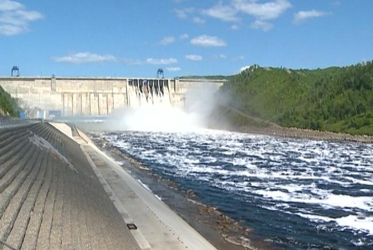 На Бурейской ГЭС будут поэтапно увеличивать сбросы воды