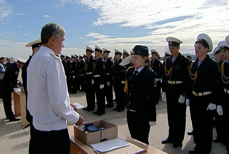 Абитуриентов филиала Морского госуниверситета посвятили в курсанты