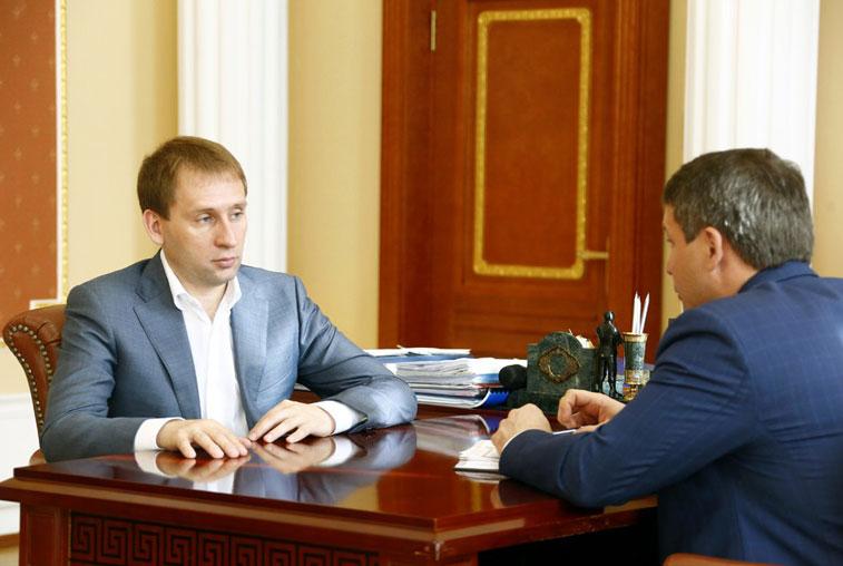 Амурский губернатор призвал депутатов помочь обманутым дольщикам