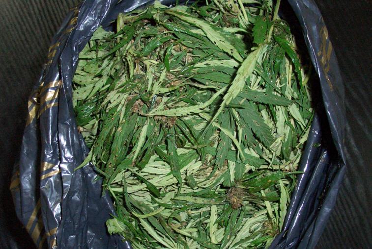 В Белогорске полицейские изъяли у пассажира автомобиля мешок с марихуаной