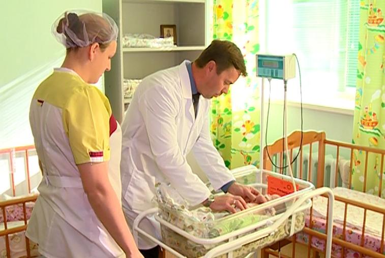 Уникальную операцию новорожденной девочке провели амурские врачи