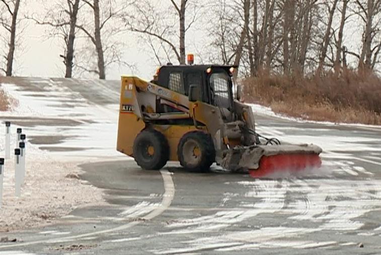 За расчисткой амурских трасс от снега будут следить со спутника