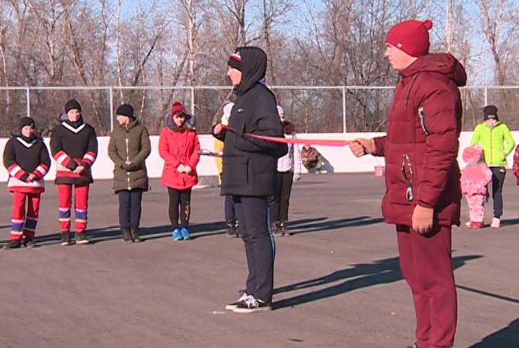 Новую хоккейную коробку открыли в центре Сергеевки