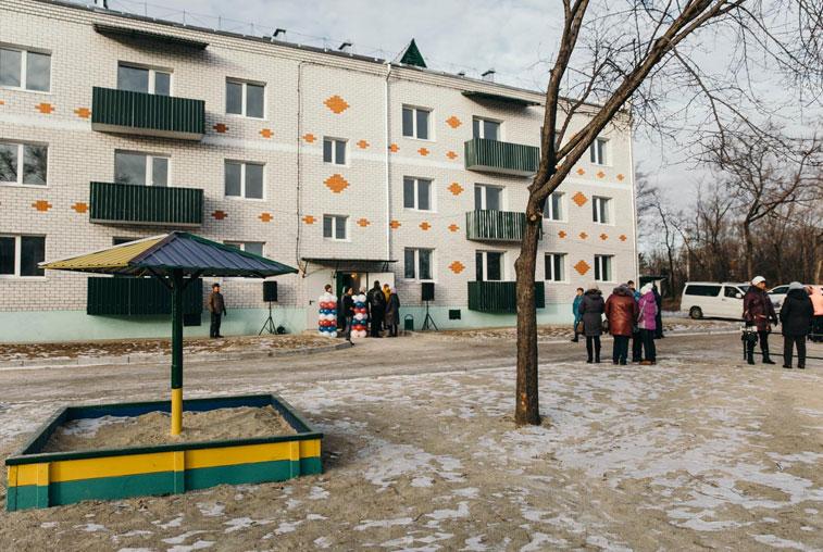 В Свободном построили трехэтажку для переселенцев из бараков