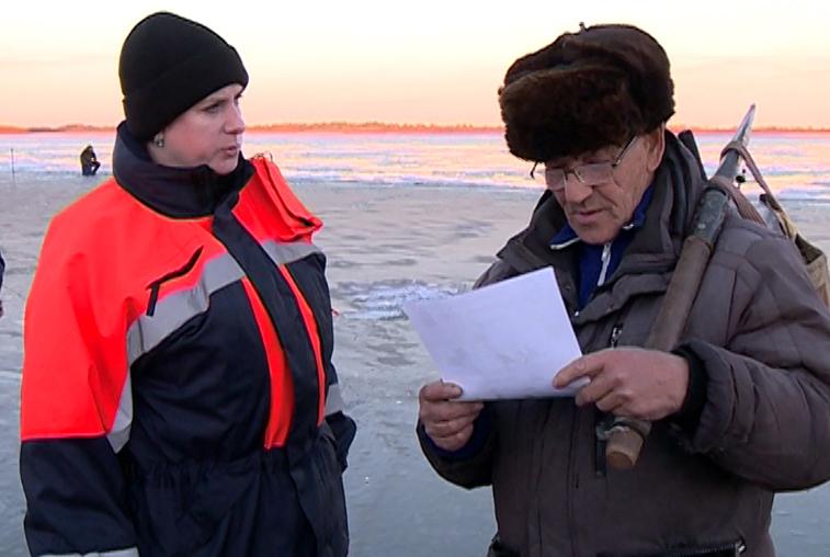 В Благовещенске рыбаки и дети выходят на неокрепший лед