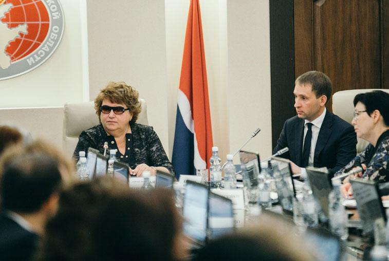 Проект областного бюджета на 2018 год губернатор обсудил с депутатами