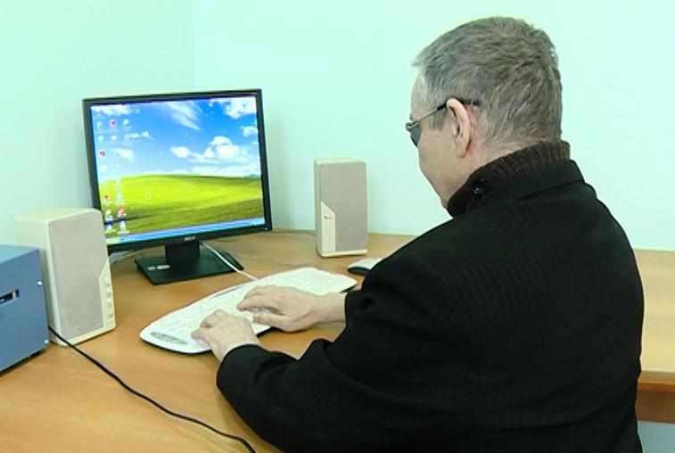 Для слабовидящих амурчан организовали курсы компьютерной грамотности