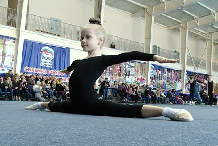 Ряды гимнастов пополнили 40 маленьких жительниц Благовещенска