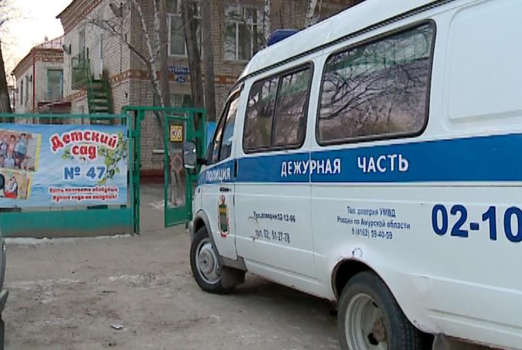 Скончалась изрезанная мужем в детском саду Благовещенска молодая женщина