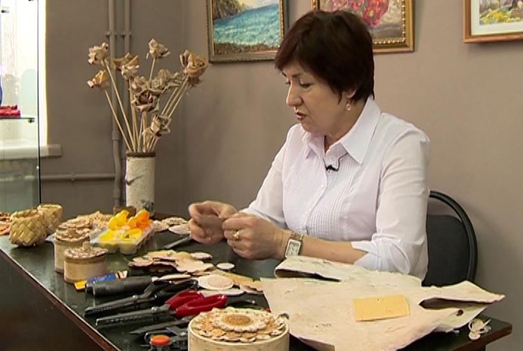 Картины из бересты и шерсти: зейская мастерица поделилась секретами творчества