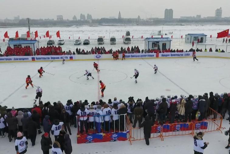 Спорт без границ: российские и китайские хоккеисты провели матч на льду Амура