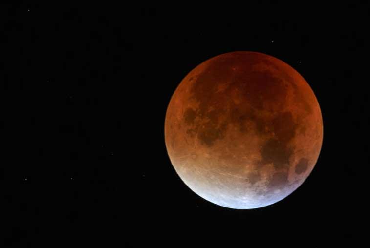 Амурчане смогут одновременно увидеть полное затмение Луны и суперлуние