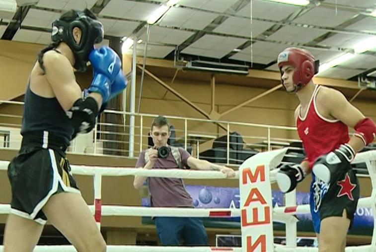 За награды областного турнира по тайскому боксу сразились более 200 бойцов
