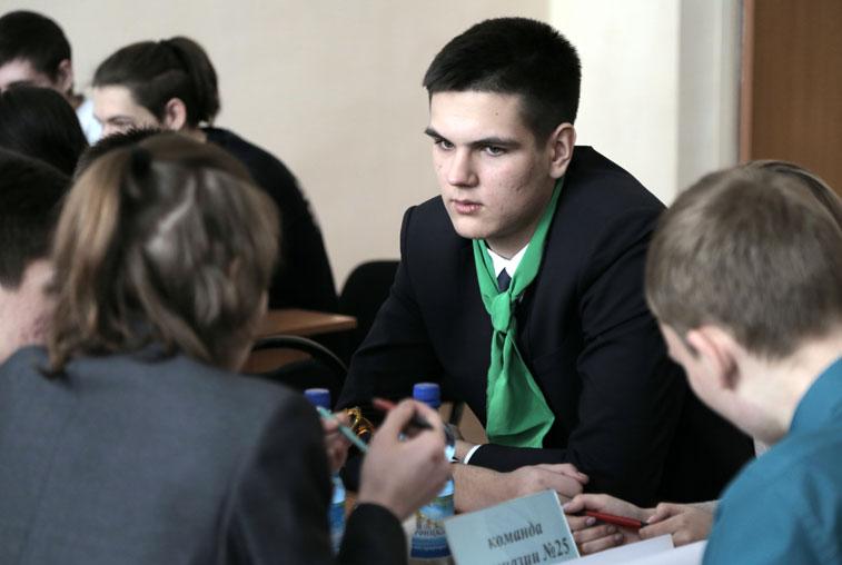 АмГУ устроил соревнования по решению изобретательских задач среди школьников