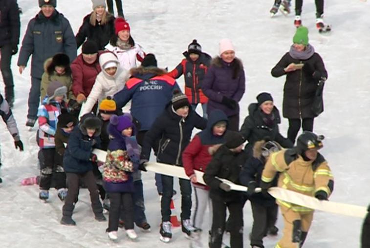 Благовещенские пожарные и спасатели устроили спортивный праздник