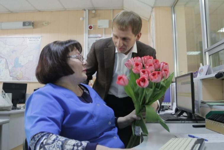 Сотрудниц благовещенской станции скорой помощи губернатор поздравил с 8 Марта