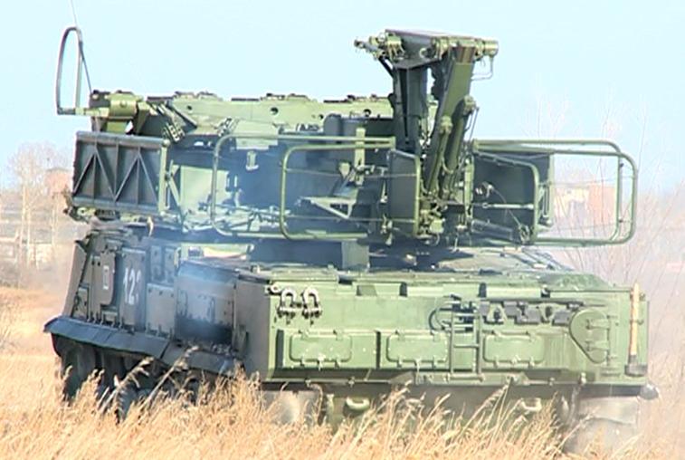 Белогорские зенитчики тренировались уничтожать в небе самолеты противника