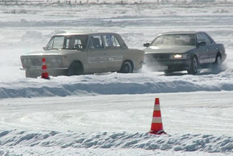 Благовещенские и свободненские гонщики дрифтовали на льду Чигиринского водохранилища