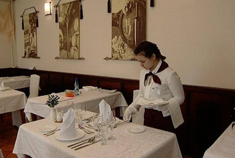 В сервировке столов по науке соревновались будущие работники амурского общепита