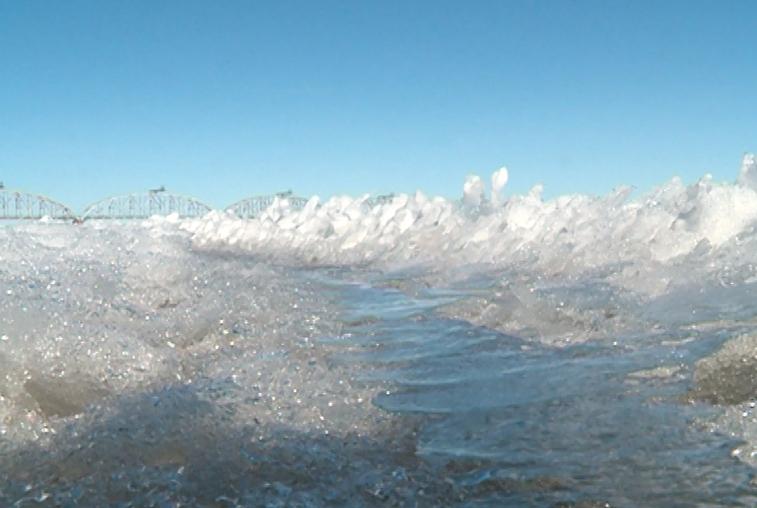 Инспекторы ГИМС предостерегают амурчан от выезда на весенний лед