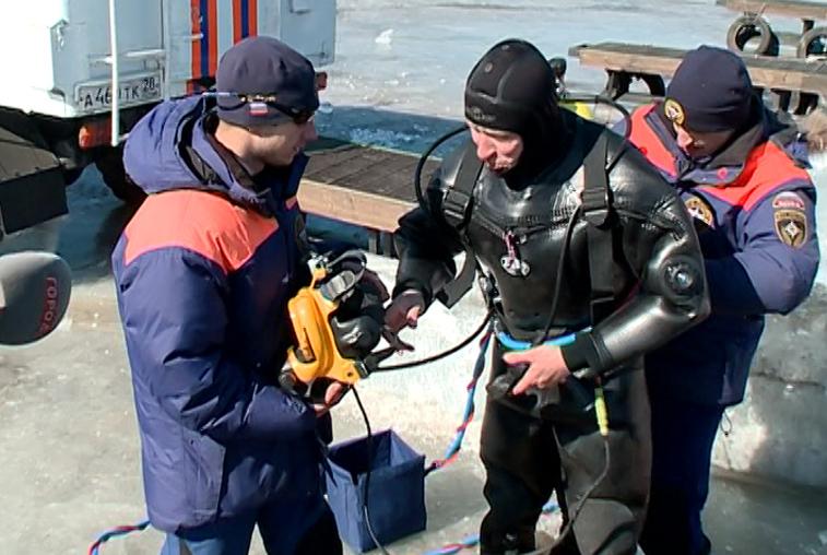 Благовещенские водолазы-спасатели проходят тренировочные сборы
