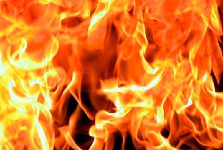 Двое взрослых и ребенок погибли при пожаре в пятиэтажке в Райчихинске