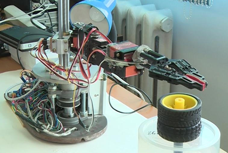 Созданный студентами АмГУ аппарат поможет избавиться от космического мусора