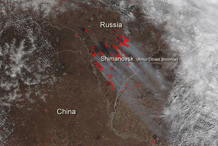 Сделанные со спутника снимки пожаров в Приамурье опубликовало NASA