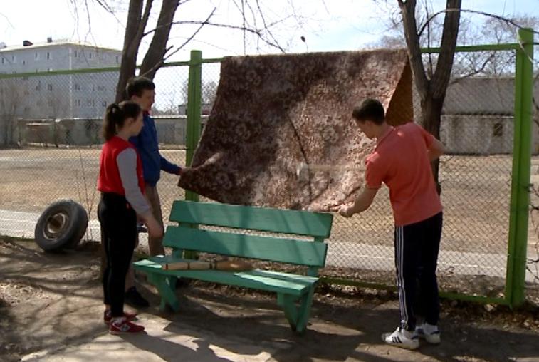 Благовещенские студенты-волонтеры провели уборку в квартирах ветеранов