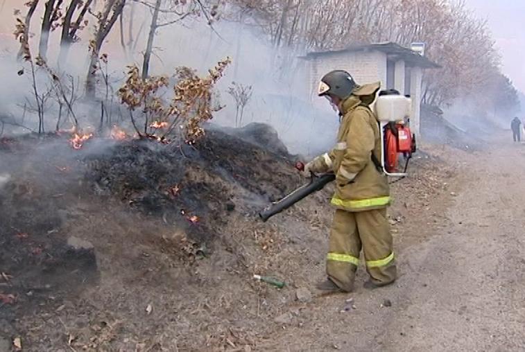 Глава Приамурья поблагодарил пожарных-добровольцев за работу