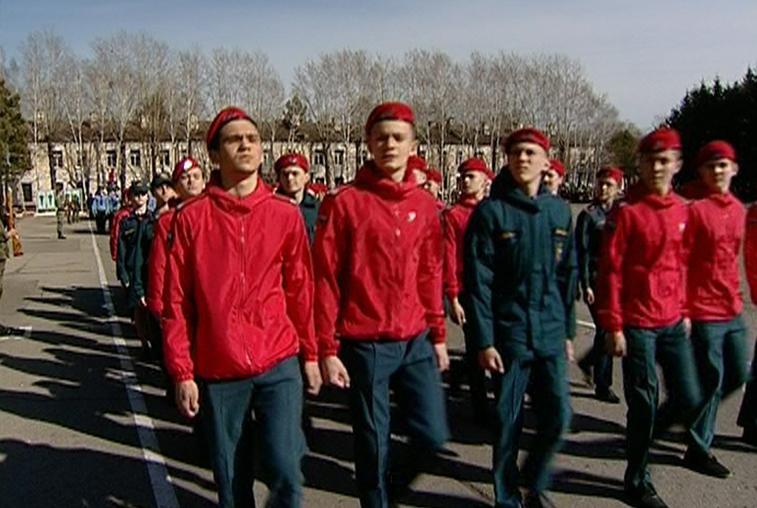 Курсанты ДВОКУ и школьники участвуют в репетициях Парада Победы