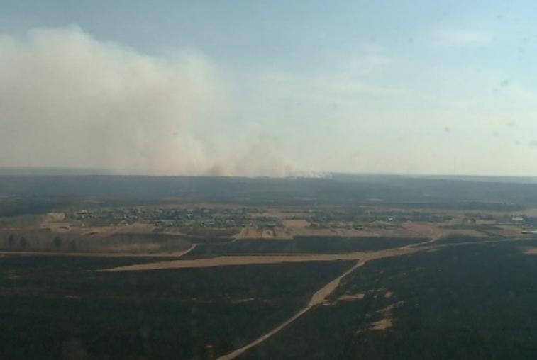Самолет-амфибия Бе-200 остановил огонь недалеко от села в Серышевском районе