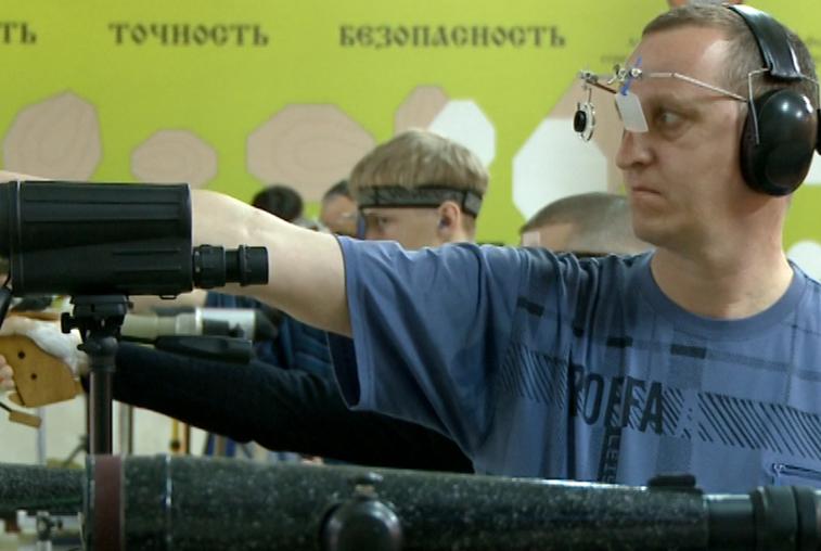 В Благовещенске взрослые и дети соревновались в стрельбе из пневматического оружия