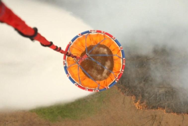 Самолет-амфибия обрушил тонны воды на горящий Хинганский заповедник