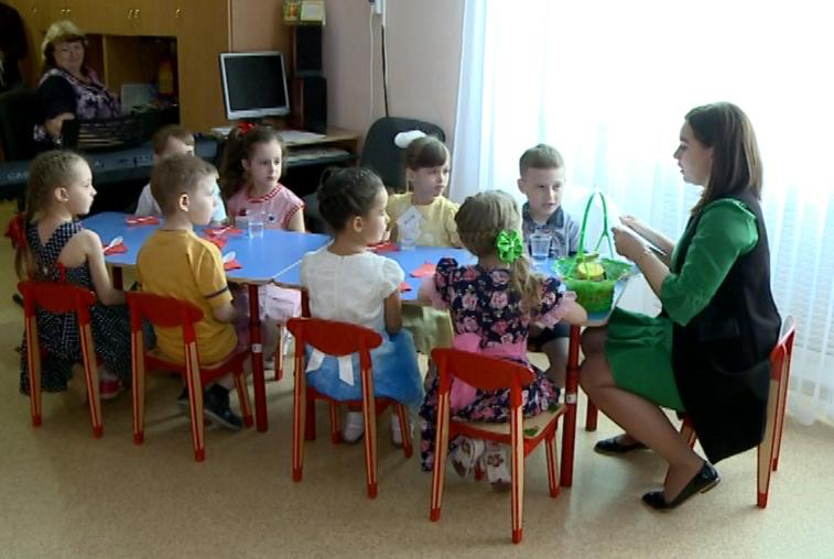 Воспитатель из Райчихинска научила детей определять качественный мед