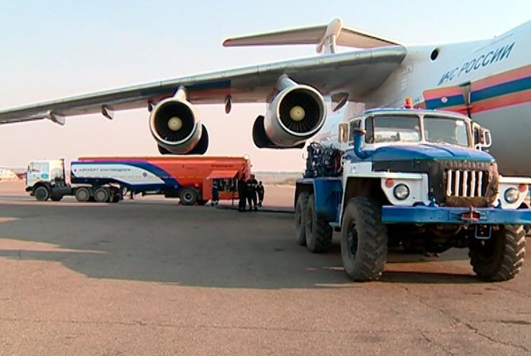 Экипаж Ил-76 боролся с пожарами в труднодоступной части Зейского района