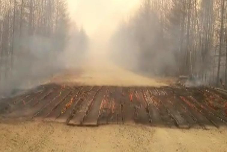 Огонь уничтожил мост на трассе между посёлком Огорон и городом Зея