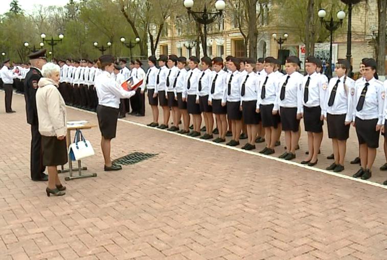 Впервые на площади Победы Благовещенска приняли присягу молодые сотрудники полиции Приамурья