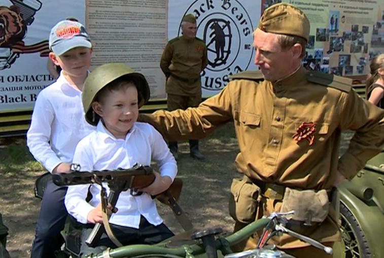 Праздничная программа Дня Победы в Благовещенске объединила людей разных возрастов