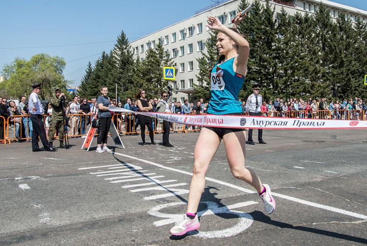 Почти 1200 легкоатлетов собрала праздничная эстафета на призы газеты «Амурская правда»