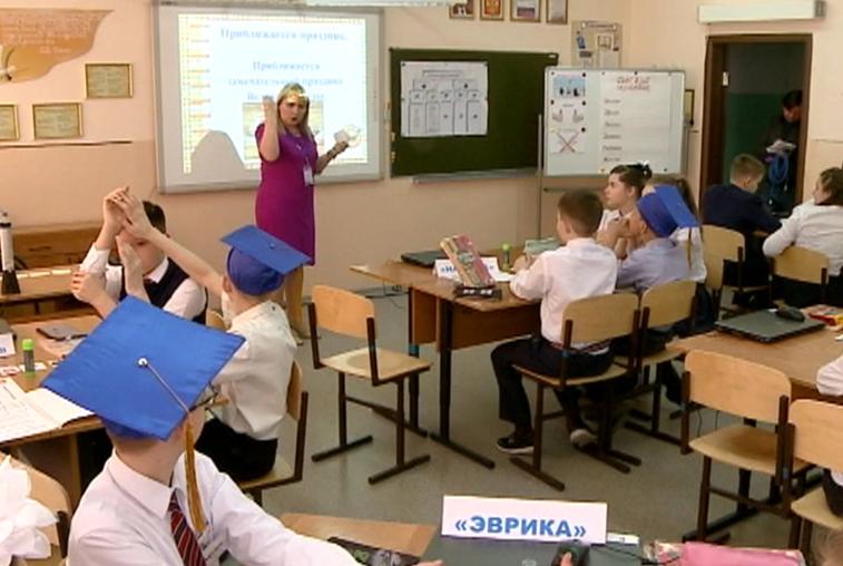 По 100 и 200 тысяч рублей получат лучшие амурские учителя