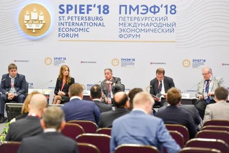 На международном экономическом форуме в Петербурге участвуют представители Приамурья