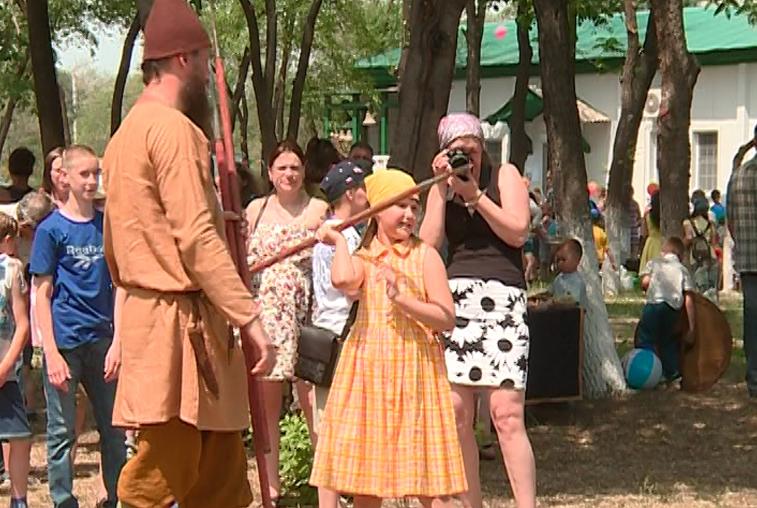 Праздник с конкурсами и мастер-классами организовали для детей служители благовещенского храма